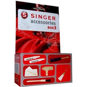 Set accesorii SINGER BOX3: perie mare si mica de curatat + laveta umeda + surubelnita mica + pompita cu ulei + surubelnita placa de ac